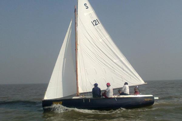 Sailboat on Hire in Mumbai