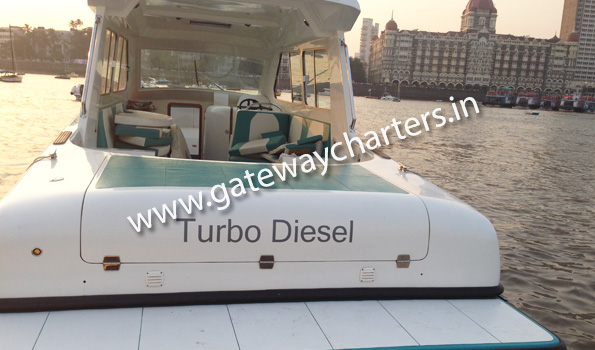 Mahindra Odyssea 35 Speedboat