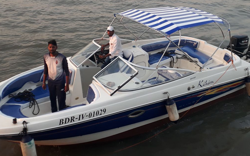 Bayliner 245 Speedboat on Charter in Mumbai from Gateway of India